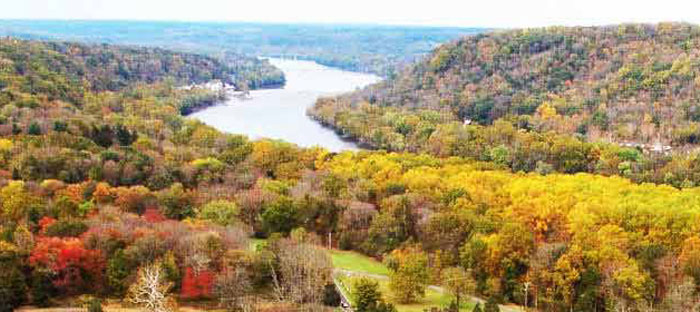 fall is a wonderful time to enjoy shopping, dining, and the wonderful sights in Bristol, Bucks County PA